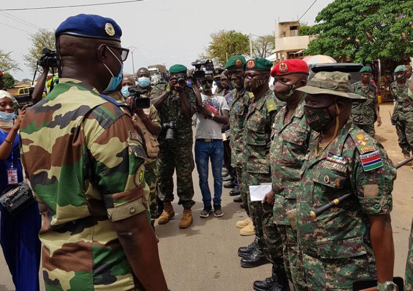 Visite du CEMGA à Farafegny/Keur Ayib à la frontière Gambienne