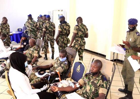 La Gendarmerie nationale a organisé une campagne de collecte de sang ce Une opération de le jeudi 25 juin 2020 à la LGI. Cette journée a été présidée par le Général de brigade Thiaca THIAW commandant la Gendarmerie mobile venu représenter le HAUTCOMGEND.